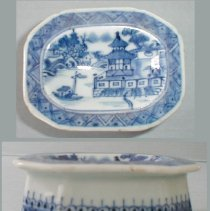 Image of SALTCELLAR, 'NANKING' STYLE - CHINESE EXPORT PORCELAIN OVAL SALTCELLAR.  UNDERGLAZE BLUE �DECORATION ON WHITE GROUND.  ORIENTAL SCENE IN CENTER WELL.  �KNOWN AS 'NANKING' STYLE.