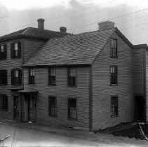 Image of PHOTOGRAPH, ELLIS HOUSE, 125 FRONT ST. - BLACK & WHITE PHOTOGRAPH TAKEN FROM THE STREET.  IT IS� A THREE STORY HOUSE.  THE HOUSE ABUTS THE STREET & THE HARBOR� CAN BE SEEN IN THE BACKGROUND.