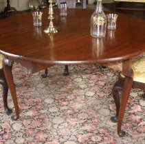 Image of TABLE, (DROP LEAF) LARGE, QUEEN ANNE BREAKFAST - AMERICAN MAHOGANY DROP LEAF TABLE WITH CABRIOLE LEGS ENDING IN � PAD FEET. OVAL IN FORM WITH TWO SWING LEGS.