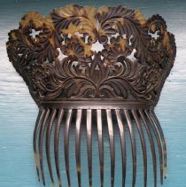 Image of COMB, TORTOISE SHELL - LARGE LADY'S  TORTOISE SHELL COMB WITH PIERCED & CARVED DECORATION