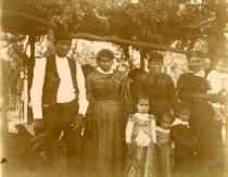 Image of unidentifed family