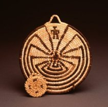 "Image of Native American Baskets - Plaque with ""Spots"" Design"