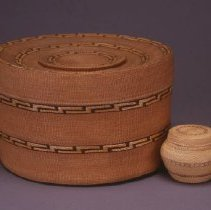"Image of Native American Baskets - Toodax huk (""Noise Inside"") Rattletop Basket with ""Shaman's Hat"" Design"