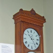 Image of L2011.0020.0001 - Clock, Wall