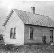 Image of Susie Kinyon at her house