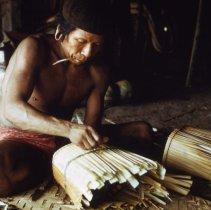 Image of Img 29.5; Xikrin Kayapo / Puidjo making baskets