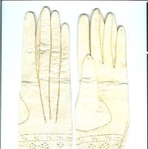 Image of NT 72.39.18.13B - Gloves, pair