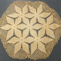 Image of 1990.036.016 - Doily