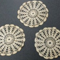 Image of 1990.036.020 - Doily