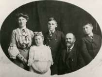 Image of Rindge family, ca 1901