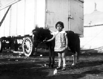 Image of CWi 537 - Pony and little girl