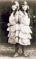 Image of CWi 3362 - Hilton Sisters
