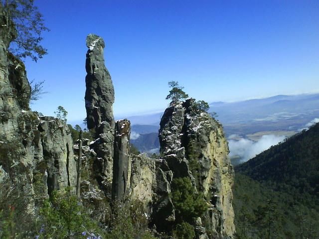 Vista de los peñascos del cerro patamban