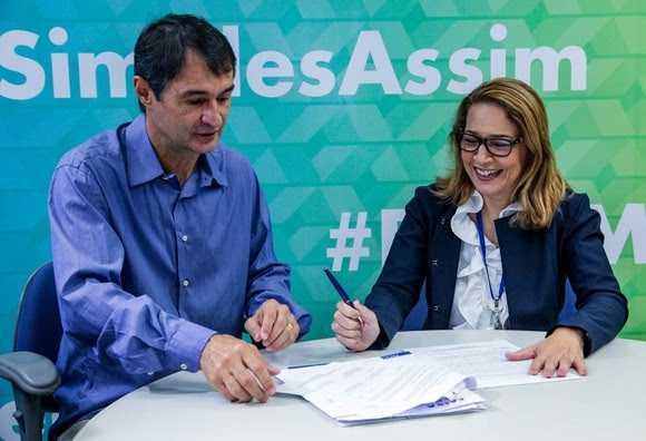 Resultado de imagem para Romero assina contrato com a Caixa e assegura mais R$ 20 milhões em obras de pavimentação em Campina Grande