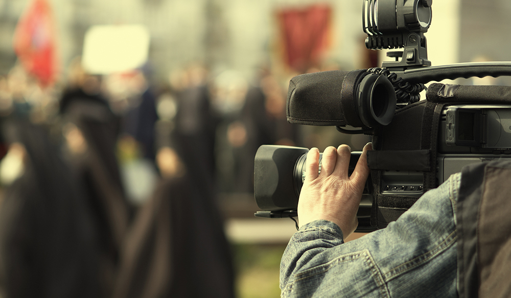 Go Undercover With These 5 Guerrilla Filmmaking Tactics