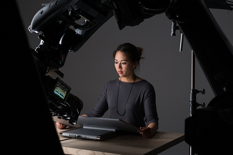 Microsoft Used a Robot and an Xbox Controller to Shoot a Commercial - Live on Set