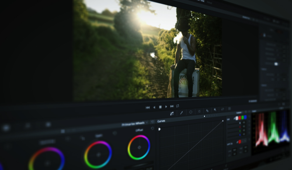 How to Create A Realistic Lens Flare In DaVinci Resolve