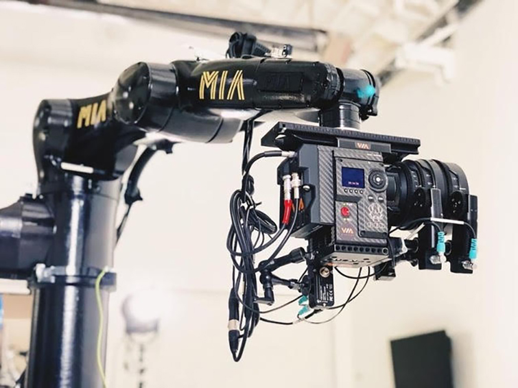 The Robotic Camera Arm That Plugs into an Outlet Is Now Half the Price — Mia
