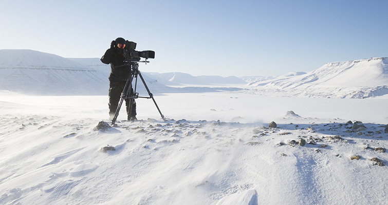 "Insights into the Cinematography of the Award-Winning Doc-Series ""Tales By Light"" — Abraham Joffe in Svalbard winter"