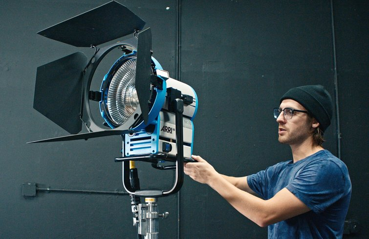 The King of Daylight Brightness — An Introduction to HMIs - ARRI M18