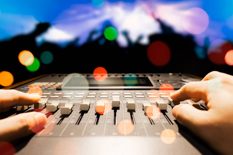 Capturing Sound with the New 32-Bit Floating Audio — Sound Engineer Mixing Audio
