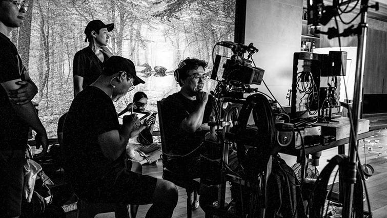 Academy Award-Nominated Editor Jin-mo Yang Shares His Secrets — Bong Joon-ho Filming Parasite