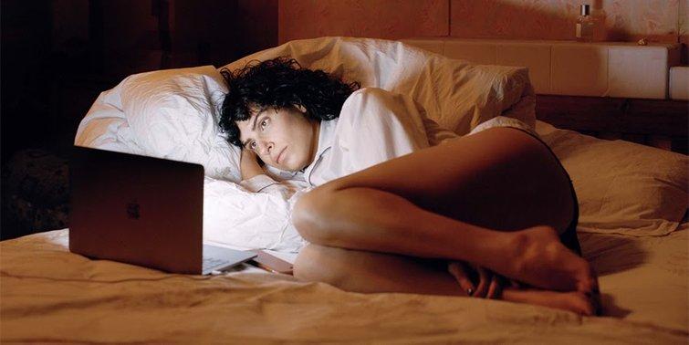 Desiree Akhavan in The Bisexual