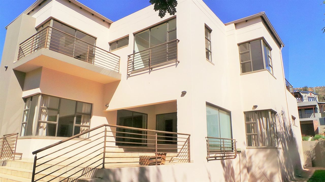 3 Bedroom House For Sale in Featherbrooke Estate  301beca46ca