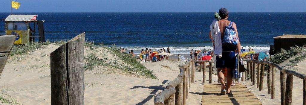 Días de playa, diversión y descanso, arena fina y océano