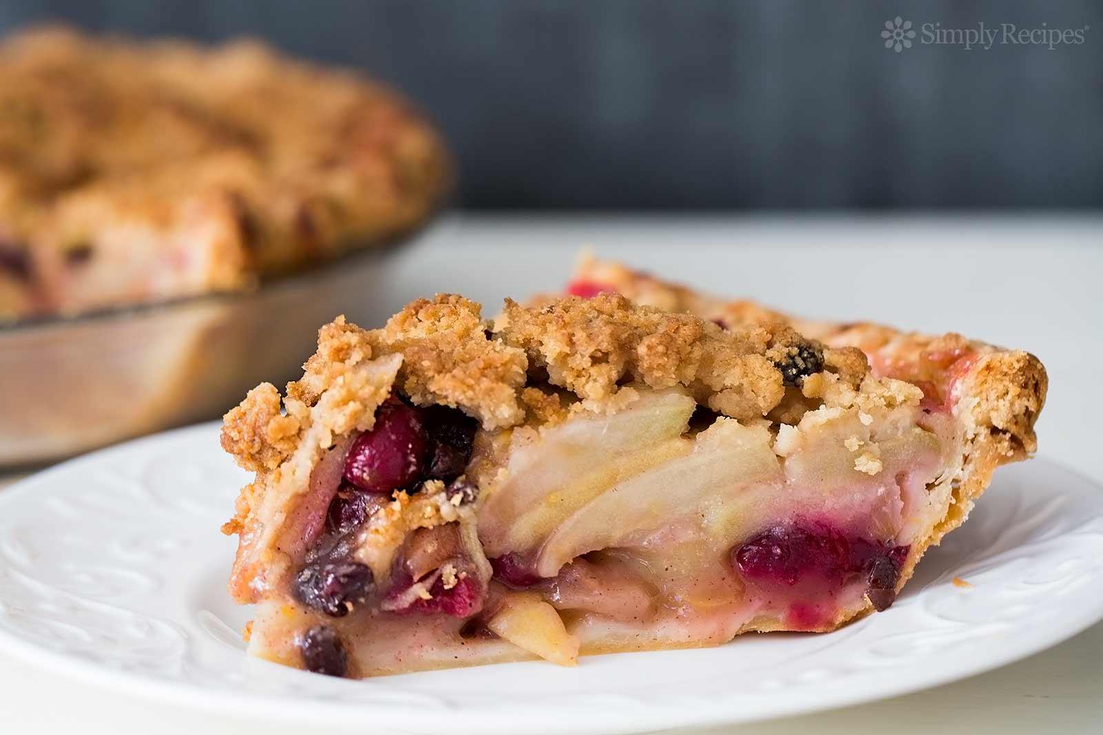 Apple Cranberry Currant Crumble Pie