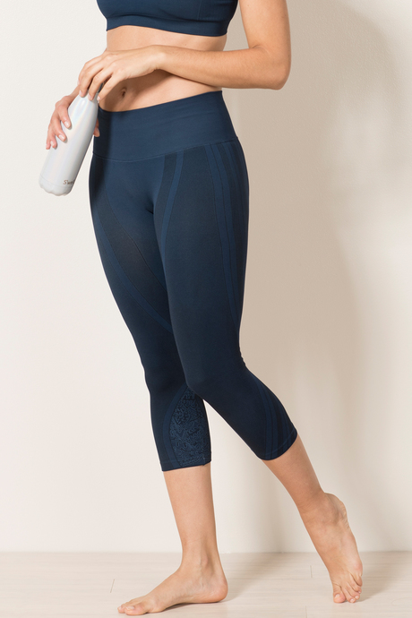 Ava capri navy side