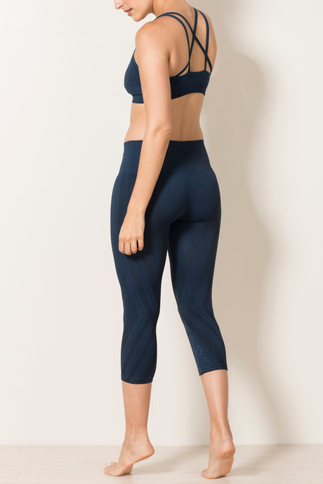 Ava capri navy back