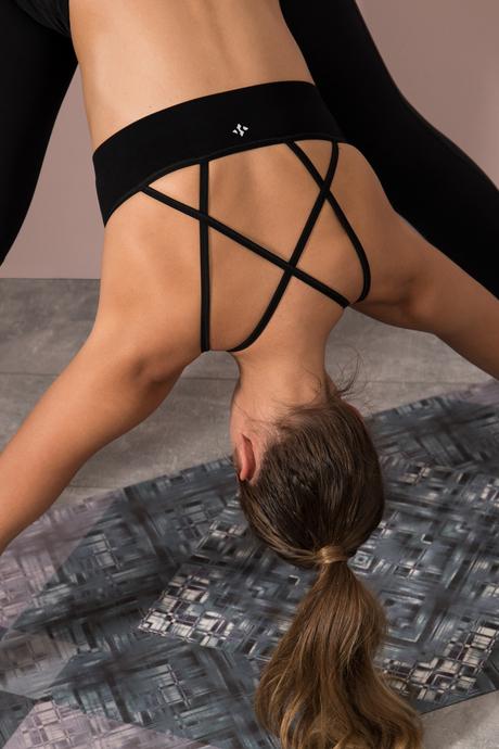 Sentiens yoga peachprint mat nmodel