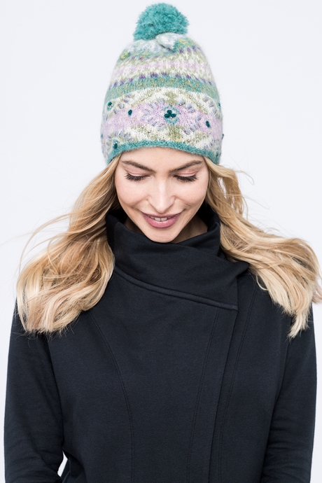 Cozy pom hat green front