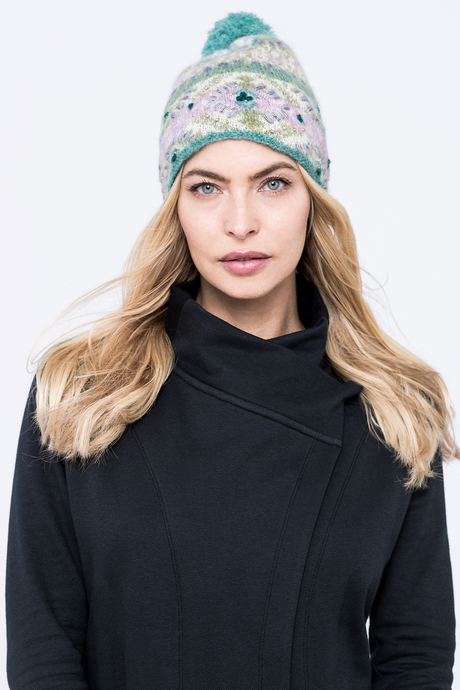 Cozy pom hat green front2