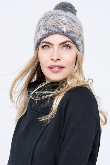 Cozy pom hat grey front2