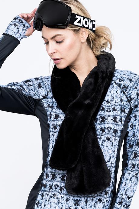 Faux fur scarf black front1