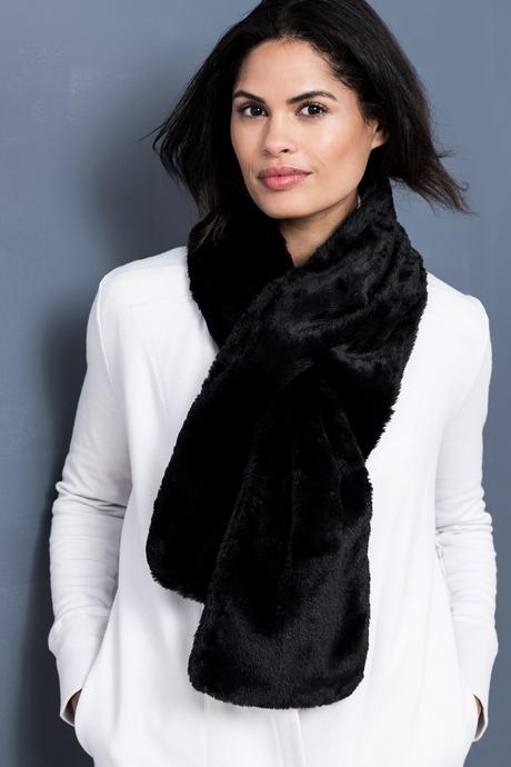 Faux fur scarf black front2