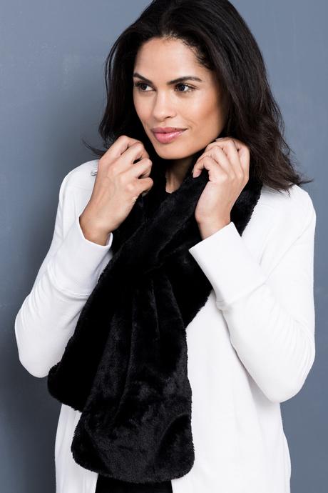 Faux fur scarf black side