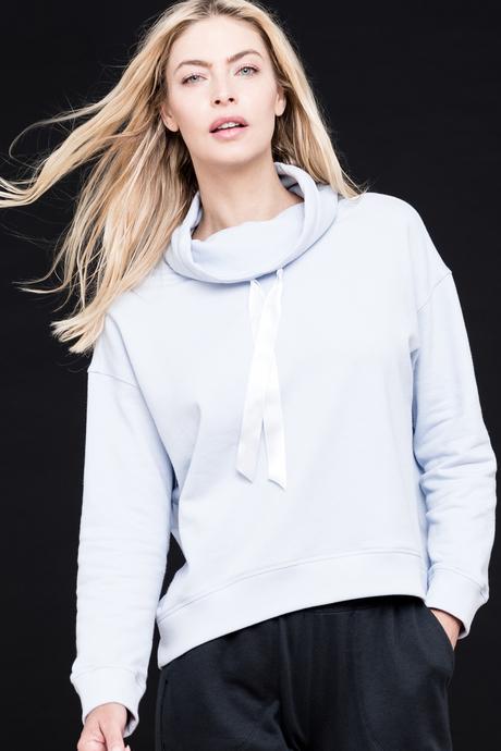 Sofia sweatshirt caspian blue front
