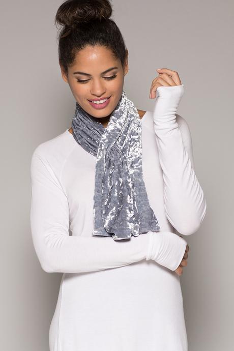Velvet scarf silver