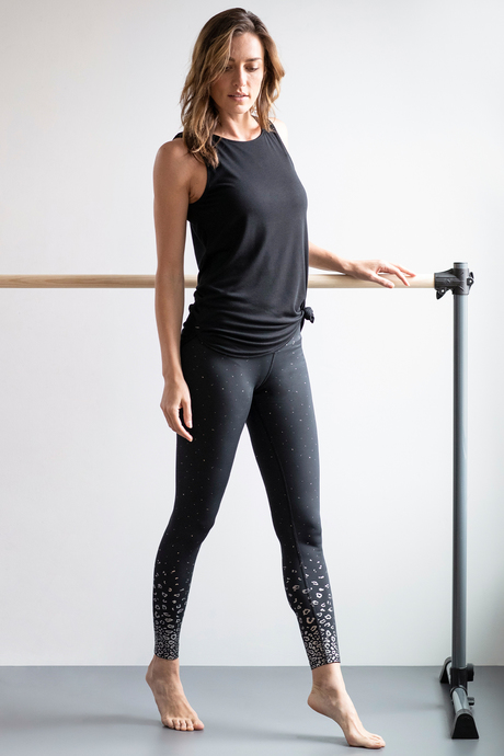 Au19 ecommimages instinctlegging black outfit