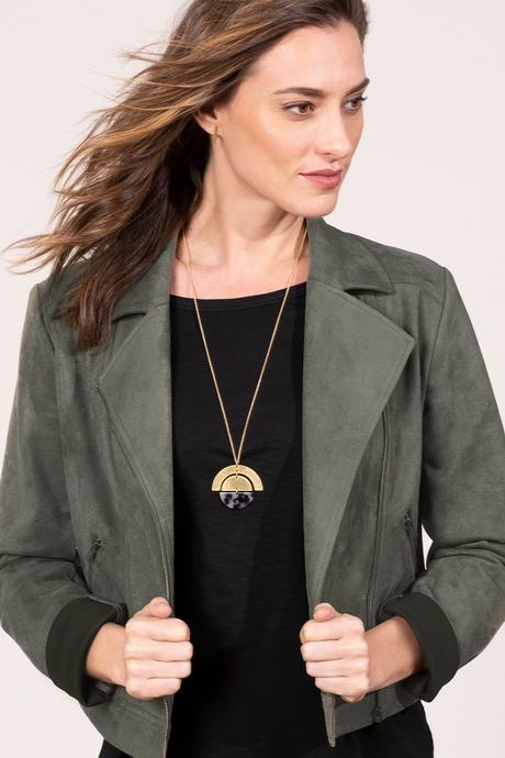 Au19 ecommimages tortoiseshellnecklace outfit
