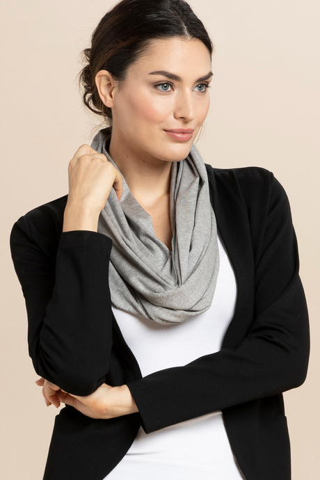 Infinityscarf grey front