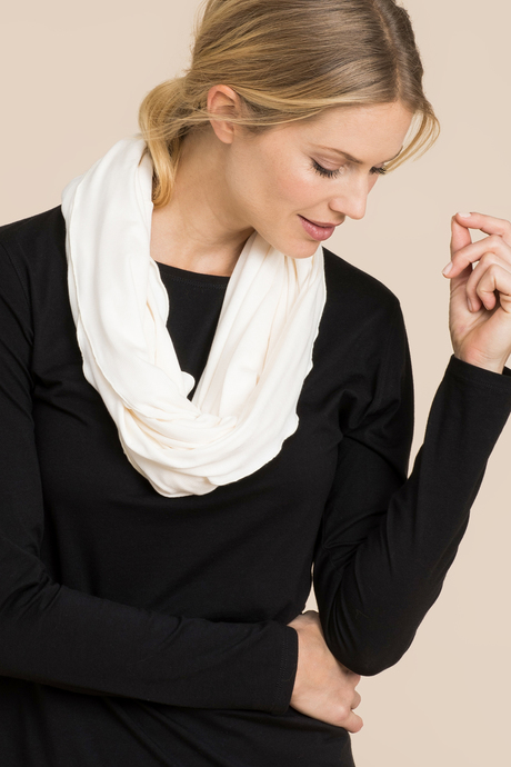 Infinity scarf white front