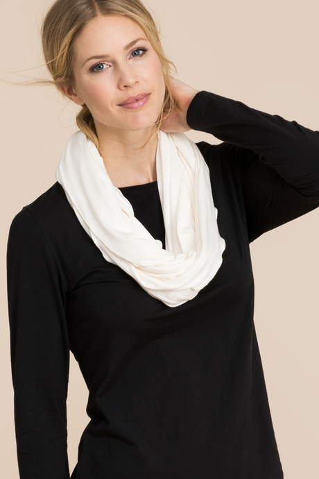 Infinity scarf white front2