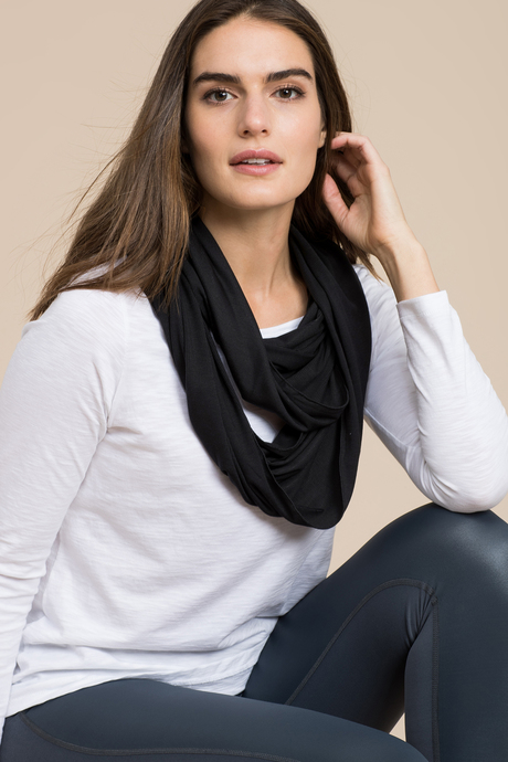 Infinity scarf black front3