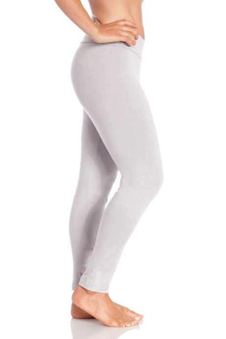 P006 gry relaxed legging side 20140723 retouched cropped 600x900 2