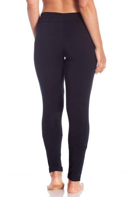 Copy of p006 black relaxed legging back 20140723 retouched cropped 600x900