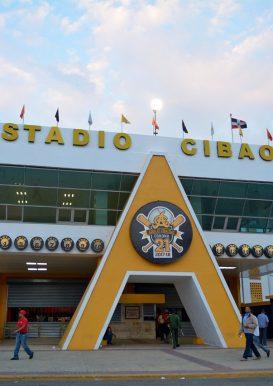 Frente del Estadio Cibao